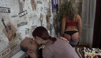 Teen big tits and milf pornstar lisa ann in a threesome